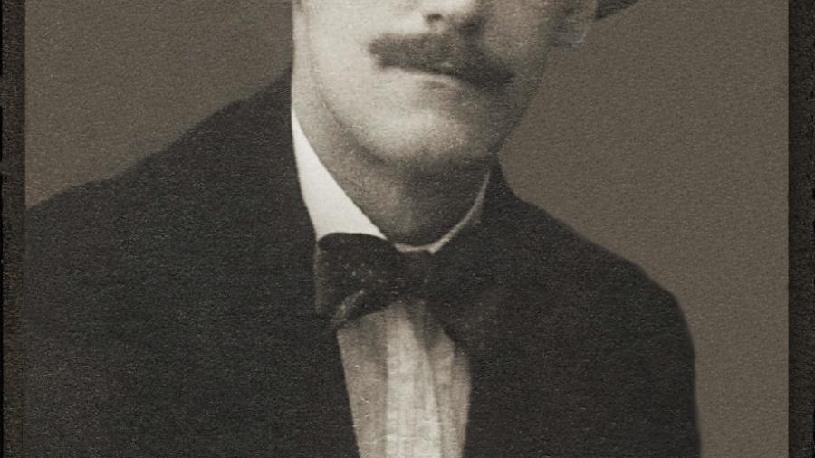 James_Joyce_by_Alex_Ehrenzweig,_1915_restored